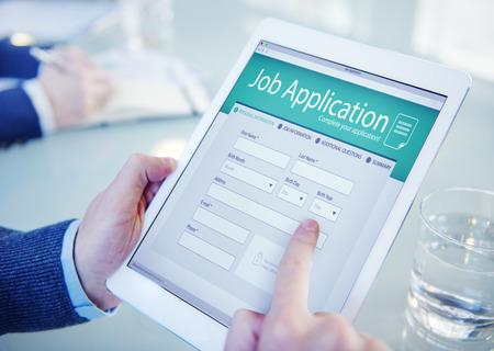 puesto de trabajo: Solicitante cumplimentar la solicitud de empleo en línea Foto de archivo