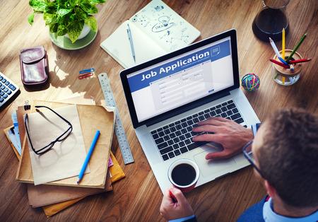 인터넷에서 일자리를 신청하는 사람 스톡 콘텐츠 - 35337751