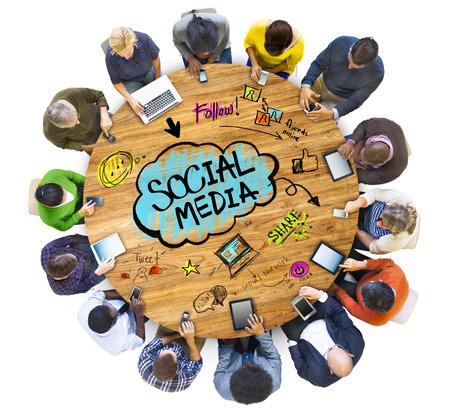 medios de informaci�n: Grupo de personas Hablar de Medios de Comunicaci�n Social