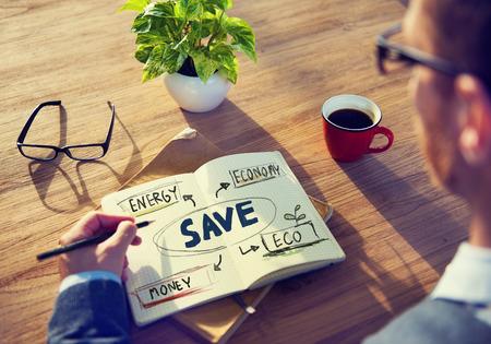 einsparung: Geschäftsmann mit dem Energie- und Umweltkonzept