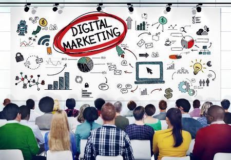 digitální: Různé Lidé v semináři o Digital Marketing Reklamní fotografie