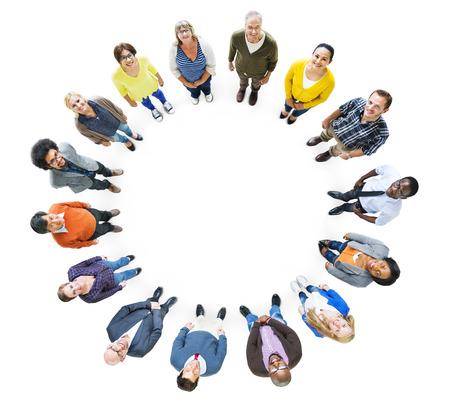 cenital: Grupo de personas que multi�tnicos Mirar hacia arriba