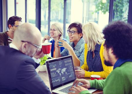 reunion de trabajo: Grupo de diversos negocios alegre Gente Foto de archivo