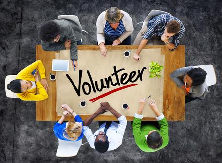 회의의 사람들과 단 한 단어의 자원 봉사자