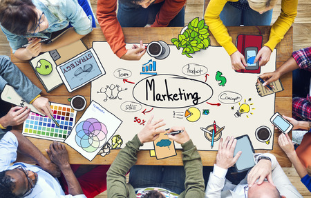 estrategia: Diversas personas de Trabajo y Marketing Concept
