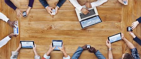 Zaken Mensen Werken met technologie