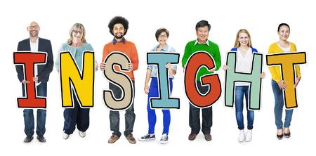 Gruppo di persone diverse holding Insight Archivio Fotografico - 35339284