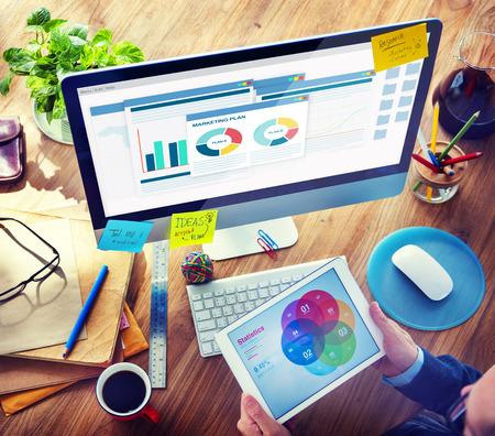 Homme avec une note et un plan marketing Concepts Banque d'images - 35339477