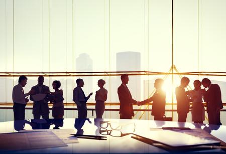reunion de trabajo: Siluetas de hombres de negocios de Trabajo