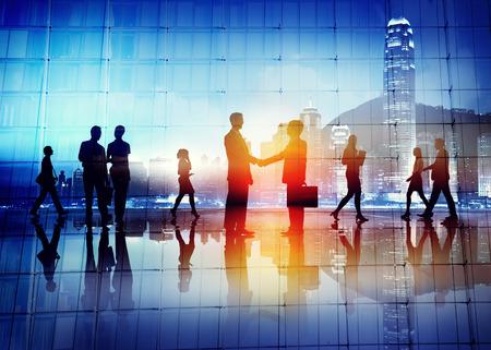 business: Silhuetter av affärsmän som arbetar Stockfoto