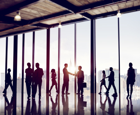 Skupina podnikatelů v budově úřadu