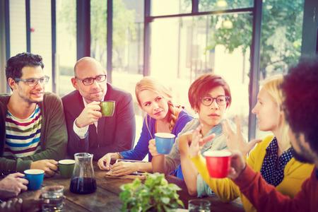 comunidad: Gente de negocios Reuni�n Seminario Compartiendo Hablar Concepto Pensamiento Foto de archivo