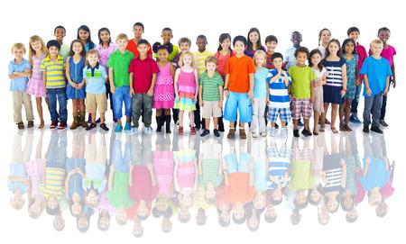 子供スタジオ撮影の多様なグループ