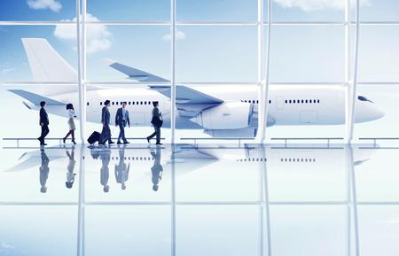 gente aeropuerto: Gente de negocios tener un viaje de negocios