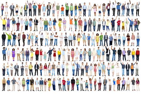 persona de pie: Diversidad Celebraci�n �xito Felicidad Comunidad concepto de multitud Foto de archivo