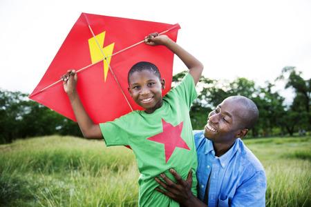kinder spielen: African Familie Glück Ferien Urlaub Aktivität Konzept