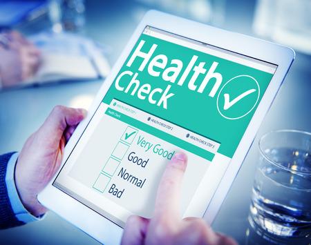 buena salud: Digital Health Check concepto del cuidado médico