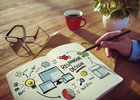 レスポンシブ デザイン インターネット Web ブレーンストーミングの概念の学習の作業 写真素材