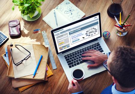 cuenta bancaria: Concepto búsqueda pagada dispositivo digital inalámbrico a Internet Foto de archivo
