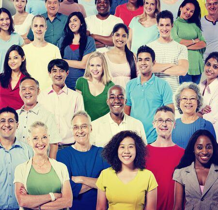 人: 多民族人群中 版權商用圖片