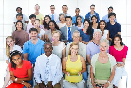 diversidad: Grupo Informal Diverse Convenci�n Social Personas Audiencia Concepto Foto de archivo