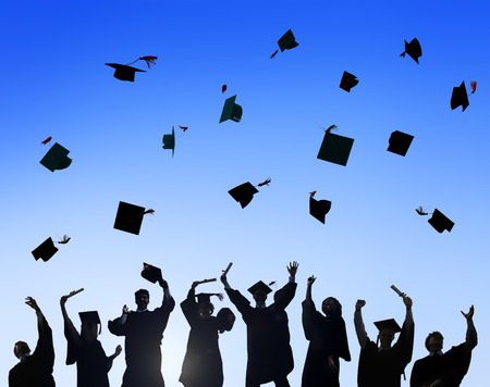 toga y birrete: Celebraci�n Educaci�n Graduaci�n �xito Estudiantil Aprendizaje Concepto Foto de archivo