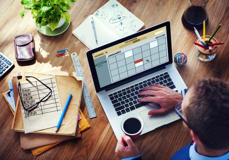 cronogramas: Concepto búsqueda Calendario dispositivo digital inalámbrico a Internet