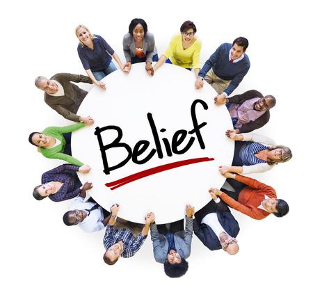 多民族のグループの人々 と信念の概念