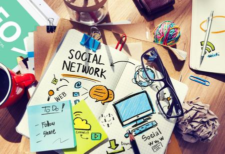 réseautage: Réseau social Bureau des médias sociaux en milieu de travail Bureau Concept