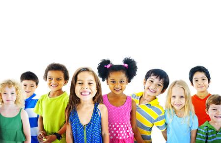 niñas sonriendo: Etnia Diversidad Gorup de Niños Amistad Alegre Concepto