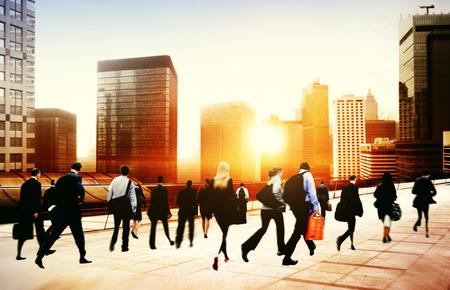 人通勤ラッシュアワー都市景観概念を歩く