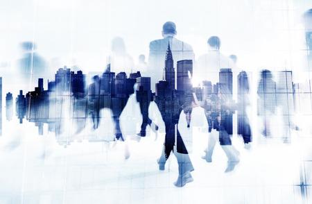 통근 비즈니스 사람들이 도시 기업 여행 개념