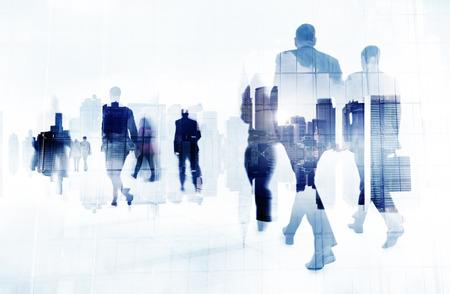 personas caminando: Commuter Gente de negocios corporativo Paisaje urbano Viajes Concepto Foto de archivo