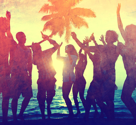 Junger Erwachsener Zusammenhalt Party Fun Freedom Beach Sommer Standard-Bild - 38521271