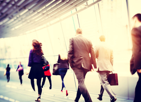 insanlar: Banliyö Seyahat Motion City Concept Yürüyüş İş Adamları Stok Fotoğraf
