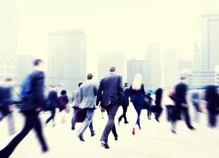 jornada de trabajo: Poca gente de negocios viajero del viaje Motion City Concepto