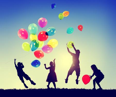 Groupe d'enfants Bonheur Liberté Imagination Innocence Concept Banque d'images