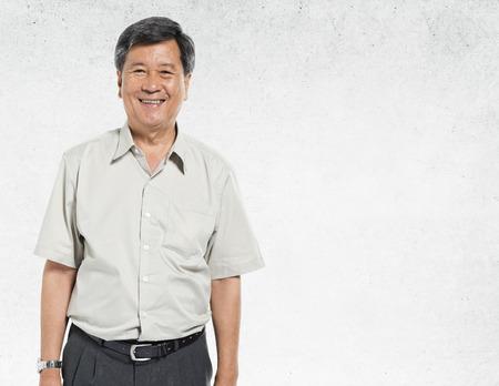 Aziatische Mens Portret Concrete Wall Achtergrond Concept Stockfoto