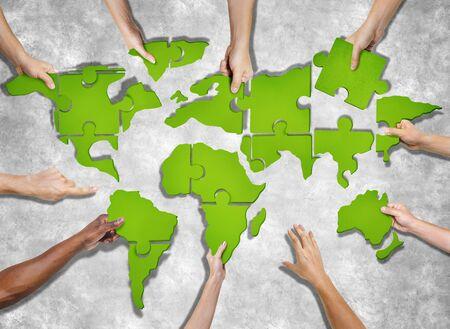 piezas de rompecabezas: Vista aérea de personas que forman Mapa del mundo con pedazos del rompecabezas