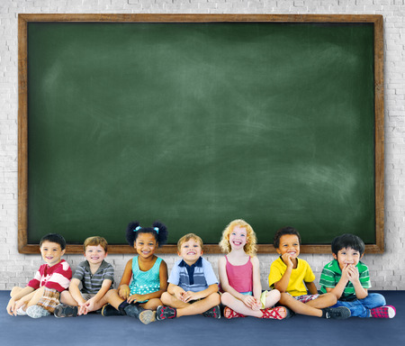 niños sentados: Niños Educación Kids Learning Alegre Concepto