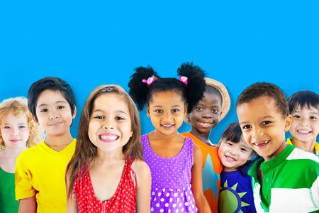 lindo: Diversidad Ni�os Amistad Inocencia Concepto Sonre�r