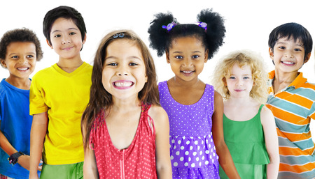ni�os sonriendo: Ni�os Ni�os Happines Grupo multi�tnico Alegre Concepto Foto de archivo