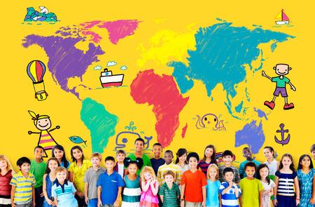 世界の子供たちの旅の冒険想像旅行の概念