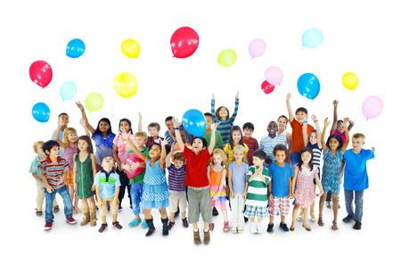 Kinder Spielende Kinder Feiern Glücklichsein Fröhlich Konzept Standard-Bild