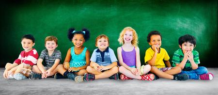 diversidad: Ni�os Ni�os Diversidad Felicidad Educaci�n Grupo Foto de archivo