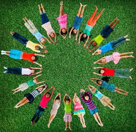 子供子供たち陽気な幼年期の多様性概念