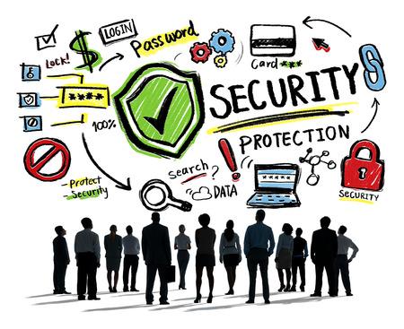 seguridad social: Hombres de negocios que mira para arriba Protección Seguridad Firewall Concepto