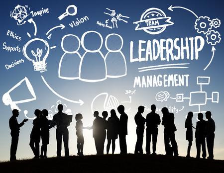 leader: Gesti�n de Liderazgo Diversidad Gente de negocios Discusi�n Team Concept Foto de archivo