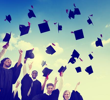 Los estudiantes de la graduación Celebración Éxito Logro Felicidad Foto de archivo