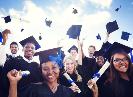 празднование: Успех Празднование Образование Выпускной обучения студентов Концепция